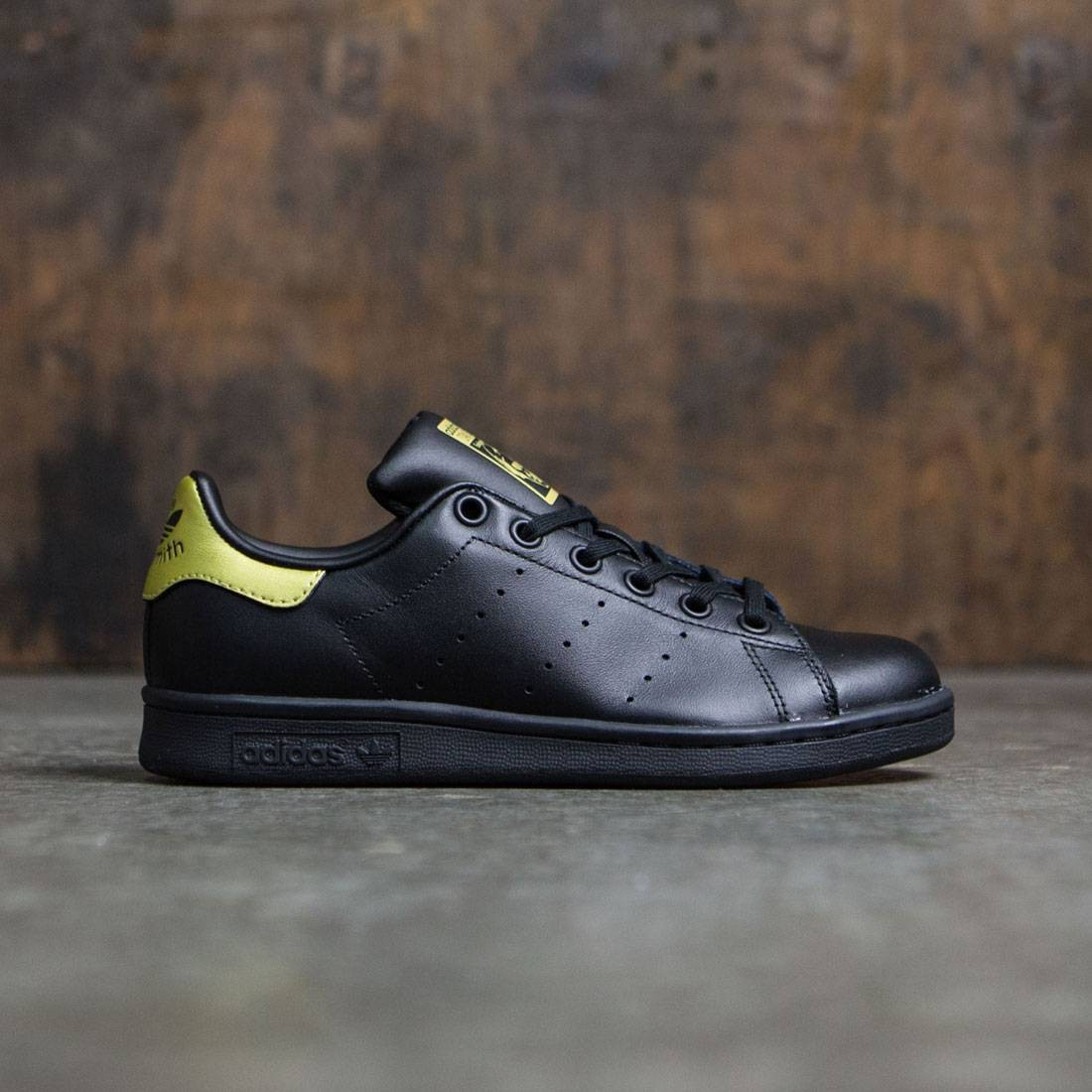 adidas big kids stan smith black core black gold metallic. Black Bedroom Furniture Sets. Home Design Ideas