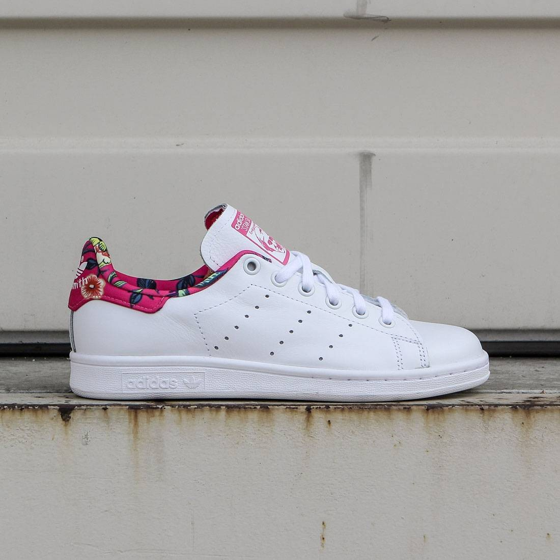 adidas women stan smith white footwear white ray pink. Black Bedroom Furniture Sets. Home Design Ideas
