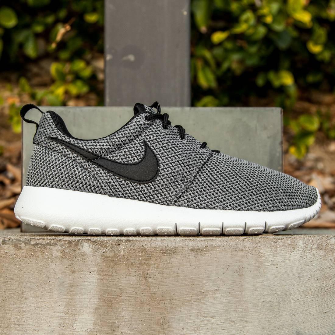Nike roshe one print (GS) Youth sneakers 677784 NWT