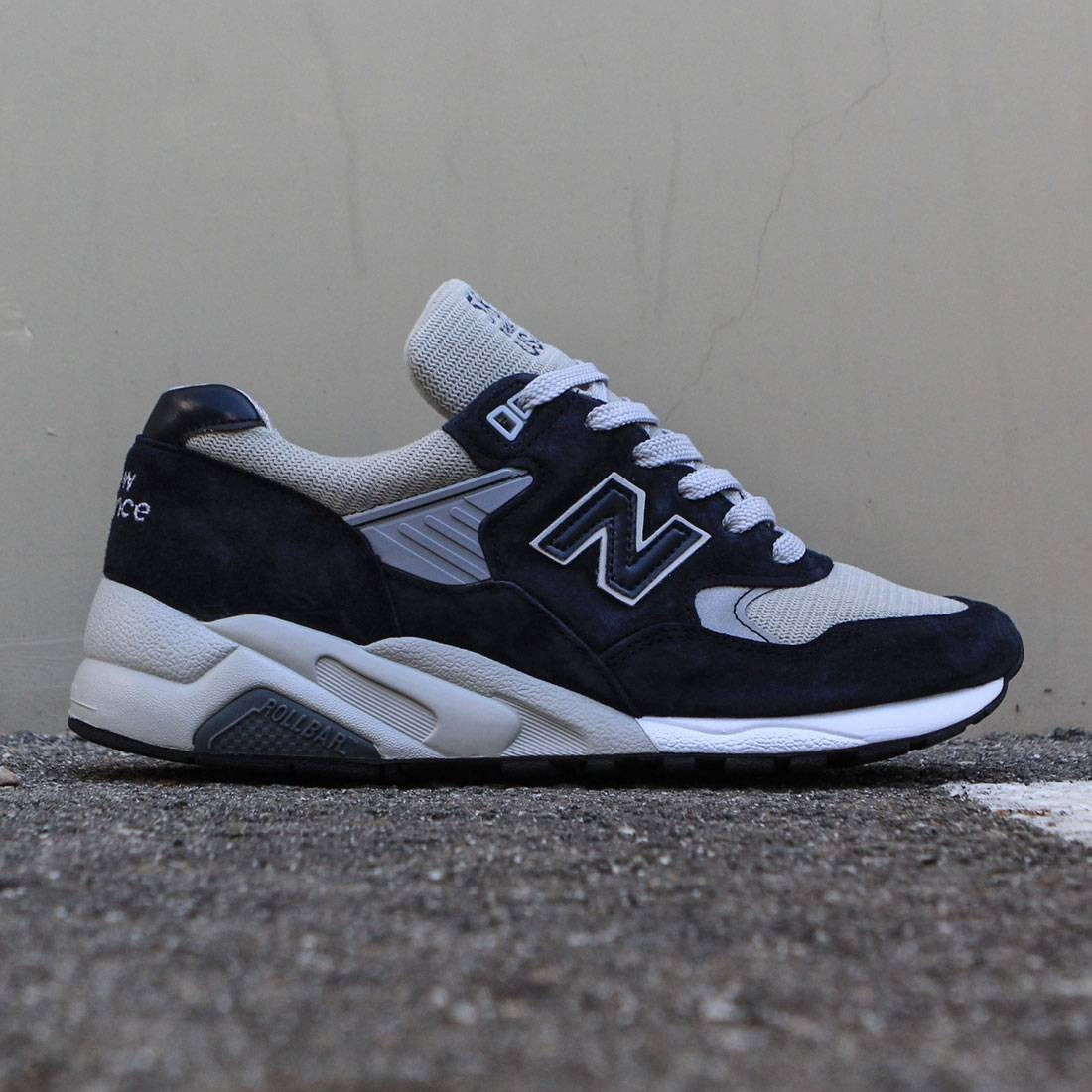 new balance plain black