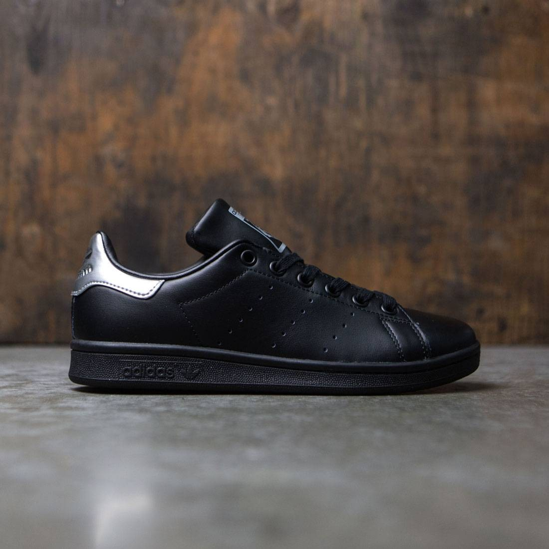adidas women stan smith black core black supcol. Black Bedroom Furniture Sets. Home Design Ideas