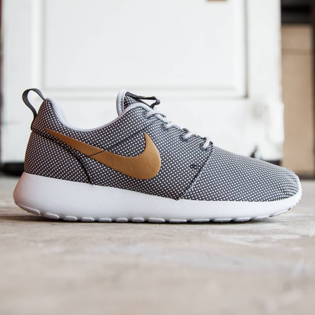 ce5f1861d7d grey nike roshe with gold nike symbol